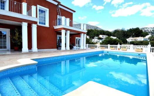 Se vende casa con gran terraza en Altea Alicante